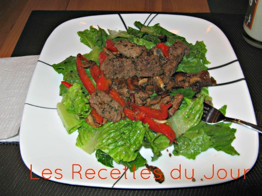 Salad with beef tenderloin and sauteed peppers